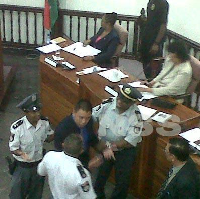Politie grijpt in bij vergadering van de Nationale Assemblee